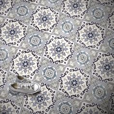 It's almost the weekend! Here's a splash of #color to get you through the work day  . . #ihavethisthingwithfloors #ihavethisthingwithwalls #ihavethisthingwithtiles #decorativetiles #tiletuesday #tiled #tiles #tilestyle #tiledesign #patternedtiles #patterns #classic #elegant #floorenvy #flooring #stoneimpressions #thatsdarling #tileaddiction #design #designinspo #interiordesign #houserenovation #renovation by stoneimpressions