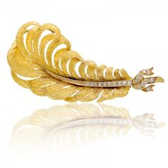 Antique carved gold and diamond feather brooch marked T. Feather Jewelry, Jewelry Art, Gold Jewelry, Jewelery, Antique Gold, Antique Jewelry, Vintage Jewelry, Best Jewellery Design, Gold Brooches