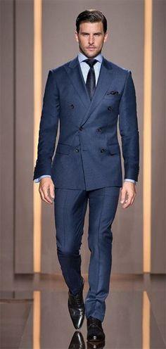 Los zapatos deben ir acordes al color del traje o preferiblemente, zapatos de cordones negros. Para un traje claro, elige unos zapatos de co...
