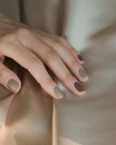 Loving this neutral nails mix from Park Suhyun.hannah and R… Loving this neutral nails mix from Park Suhyun.hannah and Rashed Zaid have as options for this look. Any colors you guys… New French Manicure, Glitter French Manicure, French Manicure Designs, Gel Manicure, French Nails, Nail Designs, Hair And Nails, My Nails, Champagne Nails