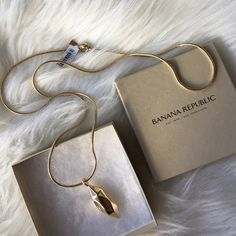 """Gold Pendant Gold classy and statement piece pendant necklace length is 15"""" pendant measures almost 2"""" any other questions please reach out. NO TRADES Banana Republic Jewelry Necklaces"""