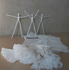 You'll like this cute Paper Ballerina DIY project. Have you ever dreamed about being a ballerina as a child ? Are you a mom of a girl who loves ballet . Paper Mache Crafts, Wire Crafts, Doll Crafts, Fun Crafts, Diy And Crafts, Crafts For Kids, Wire Art Sculpture, Papier Diy, Clothespin Dolls