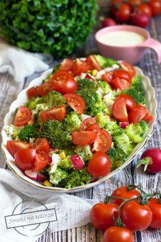 Sałatka brokułowa z rzodkiewką i jajkiem – Smaki na talerzu Cobb Salad, Salad Recipes, Curry, Vegetables, Food, Impreza, Salad, Recipe, Curries