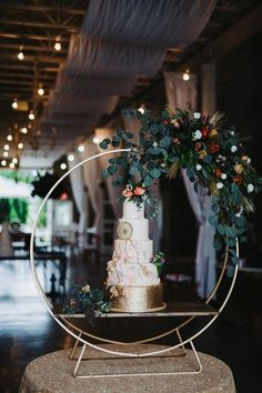 wedding cake ideas with floral hoop stand Wedding Cakes With Flowers, Beautiful Wedding Cakes, Wedding Bouquets, Dream Wedding, Wedding Stage, Floral Hoops, Wedding Cake Stands, Wedding Trends, Wedding Ideas