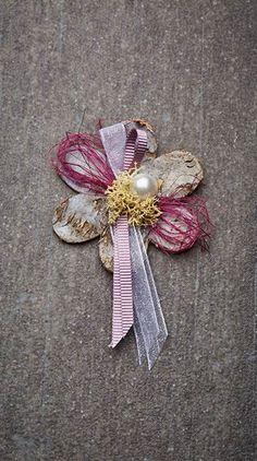 Hochzeitsanstecker Monika - Basteln & Schenken Rope Crafts, Paper Flowers, Embellishments, Burlap, Brooch, Summer Dresses, Cards, Vintage, Vip