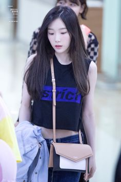 Taeyeon Wore A Crop Top And Exposed Her Perfect Midriff Sooyoung, Yoona, Snsd, Taeyeon Fashion, Kpop Fashion, Korean Fashion, Airport Fashion, Girls Generation, Girls' Generation Taeyeon