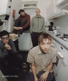 See Blur pictures, photo shoots, and listen online to the latest music. Blur Picture, Blur Photo, Country House Blur, Blur Band, Charlie Brown Jr, Graham Coxon, Going Blind, Damon Albarn, Def Not