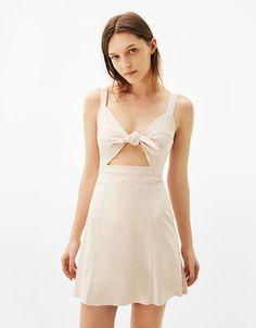 Krótka sukienka ze sztucznego zamszu z węzłem - New - Bershka Poland