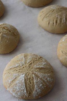 Pão de espelta caseiro – *Joana BBL* Pain, Bread, Aesthetics, Life, Easy Healthy Recipes, Tasty Food Recipes, Bread Without Yeast, Per Diem, Food