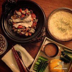 ouchigohan.jp2016/12/07 19:03:21 【 #新しい土鍋の魅力 キャンペーン まだまだ募集中】  土鍋の新しいアイデア💡投稿してみませんか?  現在おうちごはんでは、おうちごはん編集部セレクト「土鍋ごはんセット」が当たるキャンペーンを開催中🎁✨ . 参加しかたはとっても簡単、土鍋を使った料理に「#新しい土鍋の魅力」のハッシュタグを付けて投稿するだけ😲❗️ .  土鍋を使っていれば、和食、洋食、中華、おやつ何でもOK🎉🙆 . 使うだけでほっこりとした気持ちになれる土鍋、今年の冬は使い倒して素敵な商品をGetしましょう🍴 . ◆キャンペーン概要◆ <投稿期間> 2016年11月18日(金)17:00~2016年12月15日(木)23:59まで . <投稿方法> 1. 土鍋を使った料理やおやつを撮影しInstagramの投稿画面で当該Picを選択 2. キャプション欄に「#新しい土鍋の魅力」「#デリスタグラマー」を、画像に  @ouchigohan.jp をタグつけて投稿 3. 投稿されたことが確認できたら応募完了!…