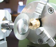 Die Drehmaschine als Bohrständer, oder<br>Vom Einsatz angetriebener Werkzeuge auf Drehmaschinen