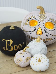 How to create a painted pumpkin display - Bang on Style - - I love creating mix and match painted pumpkin designs as a centerpiece for Halloween, so today's post is how to create your own Painted Pumpkin Display. Pumpkin Faces, Cute Pumpkin, Diy Pumpkin, Paper Pumpkin, Pumpkin Carving, Pumpkin Ideas, Pumpkin Painting, Scary Halloween Pumpkins, Diy Halloween Decorations
