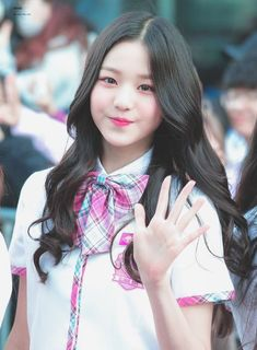 (Credits to the real owner/s) Ulzzang Korean Girl, Cute Korean Girl, Asian Girl, Wubba Lubba, Cute Kawaii Girl, Baby Pink Aesthetic, Uzzlang Girl, Japanese Girl Group, My Hairstyle