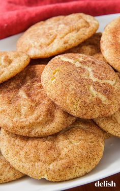 These cookie recipes represent the best of the best, including chewy chocolate chip cookies, perfect peanut butter cookies, and next-level snickerdoodles. Köstliche Desserts, Delicious Desserts, Dessert Recipes, Delicious Cookies, Best Snickerdoodle Cookies, Snicker Doodle Cookies, Snicker Doodles, Dessert Simple, Chewy Chocolate Chip Cookies