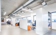 Office Anthony Fokkerweg, Lumicovers light lines in combination with the T dividers of Creacoustics
