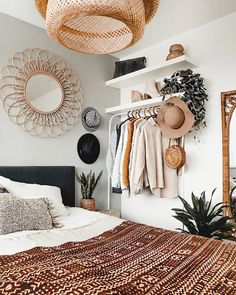 Restyling of the bedroom Et voilà there is the restyling result of sleep . - Innenarchitektur Wohnzimmer - Shelves in Bedroom Bohemian Bedroom Design, Bedroom Inspo, Home Bedroom, Interior Design Living Room, Modern Bedroom, Bedroom Designs, Bohemian Decor, Bedroom Ideas, Bohemian House
