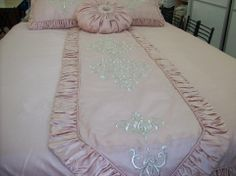 Wedding Bed, Sewing Stuffed Animals, Paris Decor, Diy Home Crafts, Bed Covers, Bed Spreads, Linen Bedding, Luxury Bedding, Bed Sheets
