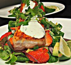 Laks med limerømme og jordbærsalat Caprese Salad, Salmon Burgers, Breakfast, Ethnic Recipes, Food, Inspire, Drink, Blogging, Morning Coffee