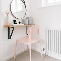 I've re-introduced my beauty station into the unused small corner space by the door to the en-suite. James came home to find a blush chair he wasn't expecting: 'Oh. Are we having pink in the bedroom now?' Me: 'Yes, yes we are' #pinkmakestheboyswink #exceptmyhusband #whatever #whatisaygoes #smallspacesquad #smallspaceliving #ihavethisthingwithpink ❤️