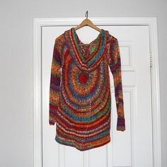 This sweater is really awesome! No fitting, no right or left side, so unique and totally customizable, this sweater is a beauty! You'll be amazed to see how easy is to make this Pinwheel Sweater by Amy Depew. This sweater is actually just a giant circle! Make sure you visit Amy's site and you'll understand …