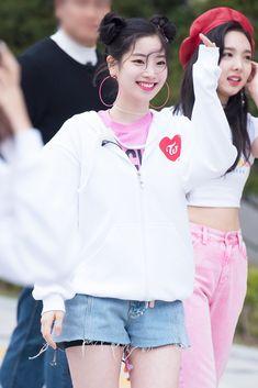 Twice-Dahyun and Nayeon K Pop, Kpop Girl Groups, Korean Girl Groups, Kpop Girls, Nayeon, Twice What Is Love, Divas, Sana Momo, Twice Once