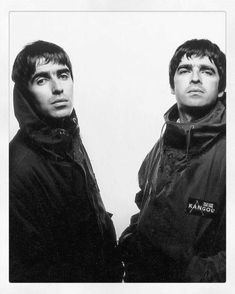 Liam Gallagher and Noel Gallagher 'me and him are telepathic' Halloween Desserts, David Dobrik, Liam Gallagher Noel Gallagher, Oasis Band, Liam And Noel, Diy Cadeau Noel, Britpop, Best Rock, Wonderwall