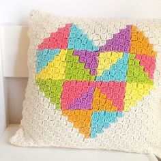It is a very cheerful pattern. It's a free pattern. Very nice to crochet. I recommend:) Triangle Pillow Free Crochet Pattern is here. Crochet Cushion Cover, Crochet Pillow Pattern, Crochet Cushions, Crochet Stitches, Crochet Patterns, Pillow Patterns, Heart Cushion, Heart Pillow, Corner To Corner Crochet