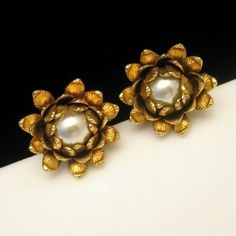 HIGH FASHION VINTAGE EARRINGS! Bergere made some of the best high end vintage jewelry and these clip earrings are a stunning example. So glamorous! See more great vintage earrings in my eBay store: http://stores.ebay.com/My-Classic-Jewelry-Shop/Earrings-/_i.html?_fsub=1589283016&_sid=102404336&_trksid=p4634.c0.m322