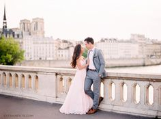 Sunset engagement photo shoot in Paris - River Seine (by Le Secret D'Audrey)