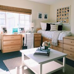 33 Awesome College Bedroom Decor Ideas And Remodel post 33 Awesome College Bedroom Decor Ideas And Remodel & appeared first on Dekoration. College Bedroom Decor, Cool Dorm Rooms, College Dorm Decorations, Apartment Bedroom Decor, College Dorm Rooms, Awesome Bedrooms, College Closet, College Apartments, Apartment Design