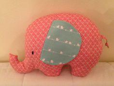 Süßer Kuschel-Elefant fürs Baby