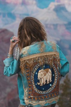 Embellished Elephant Denim Jacket Made To Order Look Boho, Look Chic, Bohemian Style, Diy Fashion, Ideias Fashion, Womens Fashion, Fashion Online, Fashion Ideas, Denim Wash