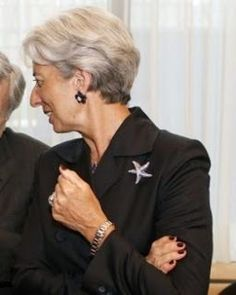 Brooch worn by Christine Lagarde Fashion Over Fifty, Long Pixie Cuts, Tousled Hair, Silver Grey Hair, Diana Vreeland, Mature Fashion, Advanced Style, Older Women Hairstyles, Powerful Women
