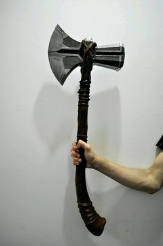 Thor Stormbreaker New hammer from Infinity War. Thor's New Hammer, Thor Cosplay, Knives And Swords, Larp, Blacksmithing, Weapons, Avengers, Guns, Cool Stuff