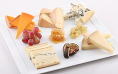 Aprenda a montar a tábua de queijos perfeita para receber convidados em casa