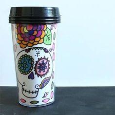 Pourquoi ne pas s'inspirer du Dia de los Muertos mexicain pour sa prochaine tasse à saveur halloweenesque! :)
