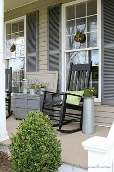 Best and Simple DIY Summer Porch Design and Decor Ideas Images) - ., Best and simple DIY summer porch design and decor ideas pictures) - SUMILIRS. Farmhouse Front Porches, Summer Porch Decor, House With Porch, House Exterior, Patio Decor, Front Door, House Painting, Front Porch Design, House Colors