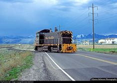 Rio Grande SW1200 #138 takes a turn around the Welby wye on the Bingham Branch in West Jordan.