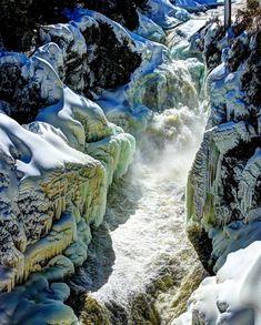 16 endroits surréels près de Montréal que tu dois absolument voir une fois dans ta vie - Narcity Dame Nature, Plein Air, Lorraine, Waterfall, Outdoor, Inspiration, Natural Wonders, Ride Or Die, Outdoors