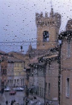 La finestra di casa Leopardi, nella città di Recanati