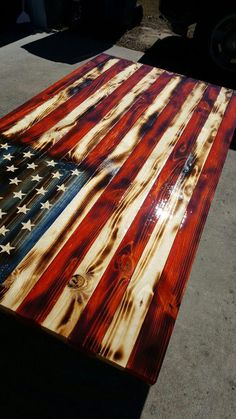 Break Down a Pallet the Easy way for Wood Projects American flag wood coffee table. The wood … Wood Projects For Beginners, Diy Wood Projects, Wood Crafts, Woodworking Patterns, Woodworking Furniture, Woodworking Projects, Woodworking Apron, Fine Woodworking, Wood Table Design