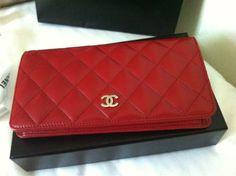 Chanel Bi-fold in lamb skin. 12P red