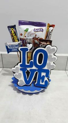 Diy Crafts Hacks, Diy And Crafts, Paper Crafts, Candy Bouquet, Candy Gifts, Cake Toppers, Happy Birthday, Scrapbook, Surprise Box