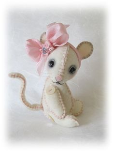 "PDF e Pattern to Make Wool Felt Mouse ""LaLa"" by Booh Bears - Perfect Companion for Blythe or Jun Planning Dal Sewing Crafts, Sewing Projects, Felt Mouse, Little Doll, Stuffed Animal Patterns, Stuffed Animals, Felt Dolls, Soft Sculpture, Felt Art"