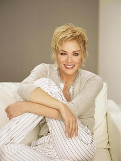 Short hairstyles and haircuts for women over 40: short layered haircut for women after 40