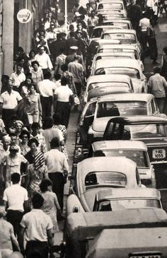 Via București Oameni vs masini pe strada Lipscani in 1975. Old Pictures, Old Photos, Socialist State, Warsaw Pact, Central And Eastern Europe, Bucharest Romania, Old City, Tourism, Germany