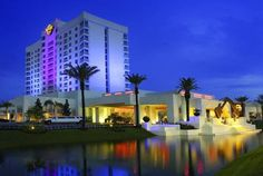 Seminole Hard Rock Hotel and Casino Tampa Tampa (Florida) This Tampa, Florida 90,000-square-foot music-themed casino boasts cascading fountains, 8 restaurants, and 7 bars. Guests will be 7 miles from Busch Gardens amusement park.