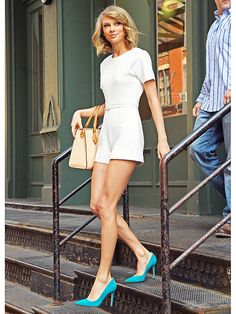 Taylor Swift and Calvin Harris leave her home the morning after a date Taylor Swift Outfits, Taylor Swift Hot, Taylor Swift And Calvin, Estilo Taylor Swift, Taylor Swift Style, Taylor Swift Fashion, Taylor Swift Bangs, Red Taylor, Estilo Girlie