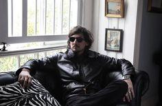 León Larregui, cantante de la banda Zoé, llegará de nuevo a los escenarios para presentar los temas de su nuevo disco, segundo como solista, Voluma