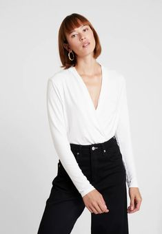 Esprit Collection WRAP - Long sleeve shirt - off white - Zalando. Shirt Sleeves, Long Sleeve Shirts, Work Tops, Models, Off White, Arm, Wraps, Spring Summer, Blouse